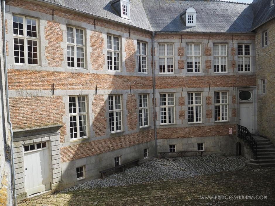 Cour intérieure du château de Vêves