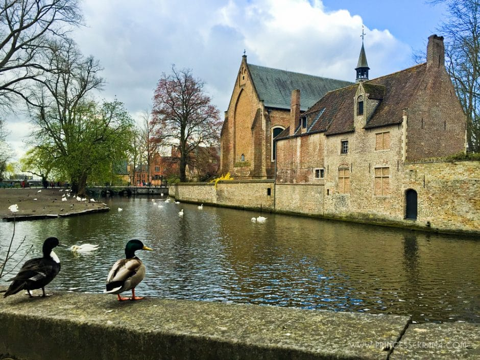 Visiter Bruges pour son Lac Minnewater
