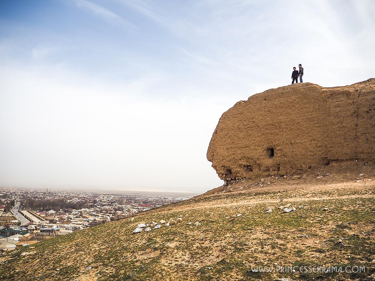 Colline, vue sur Nourata